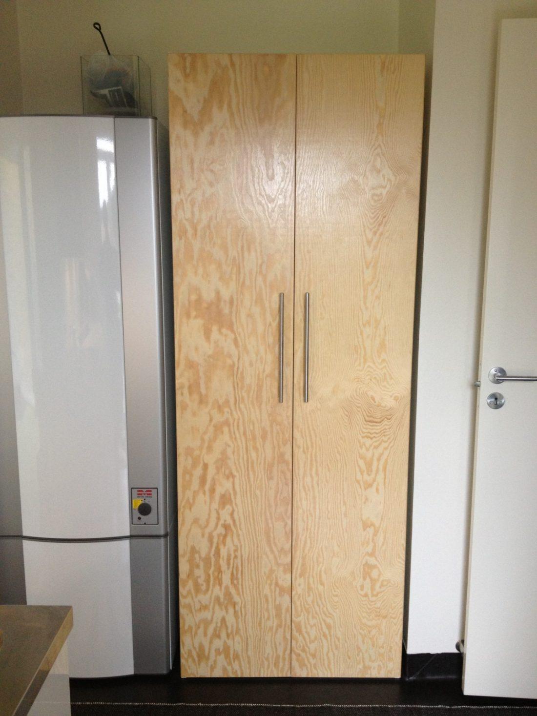 Förvaringsutrymme med lackad furu-plywood